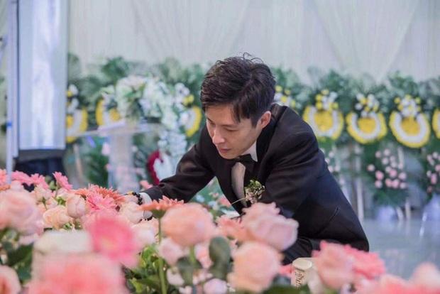 Đám cưới trong nhà tang lễ gây chấn động, hơn 1 năm sau chú rể mới gánh chịu cơn sóng chỉ trích khi nội tình được đưa ra ánh sáng - Ảnh 1.