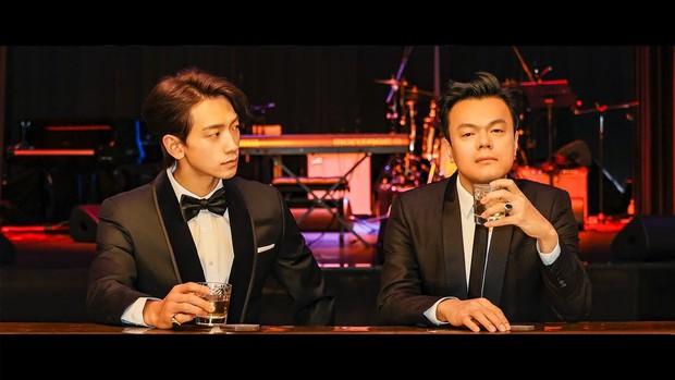 Mát mắt khi nhìn Chủ tịch JYP so kè vũ đạo cạnh Bi Rain: Quá điêu luyện, Knet cũng sốc trước bước nhảy quyến rũ của bậc lão làng! - Ảnh 1.