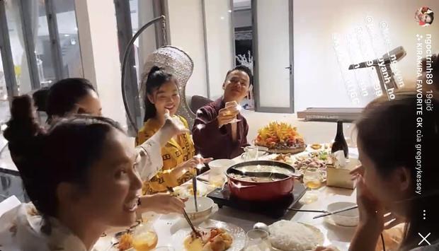 Tiệc tất niên hoành tráng tại siêu biệt thự 40 tỷ của Ngọc Trinh: ăn uống tưng bừng, vui quên lối về - Ảnh 7.