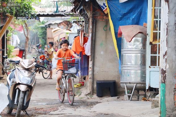 Có một xóm cay mắt của người miền Tây giữa lòng Sài Gòn: Tụi tui tính về quê mà không đủ tiền, Tết này ở đây thôi - Ảnh 10.