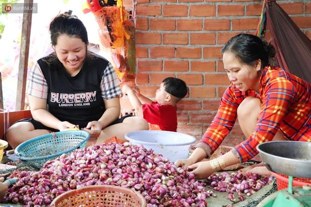 Có một xóm cay mắt của người miền Tây giữa lòng Sài Gòn: Tụi tui tính về quê mà không đủ tiền, Tết này ở đây thôi - Ảnh 1.