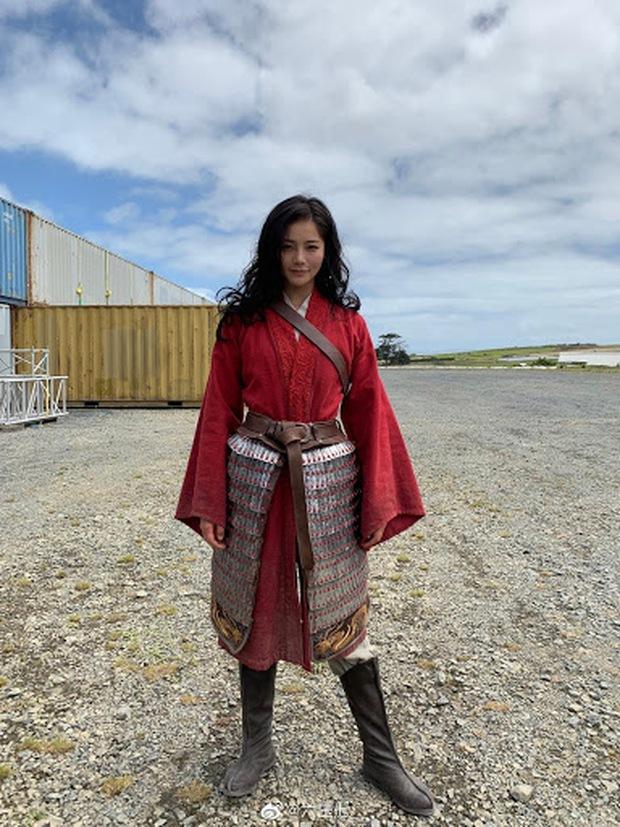 Lưu Diệc Phi chính thức bị diễn viên đóng thế Mulan qua mặt cả nhan sắc lẫn sân chơi giải thưởng - Ảnh 2.