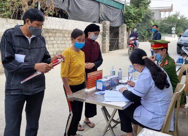4 thanh niên tử vong trong vụ cháy do đốt vàng mã ở Hà Nội: Người vợ mang thai 8 tháng ôm linh cữu chồng khóc nghẹn - Ảnh 2.