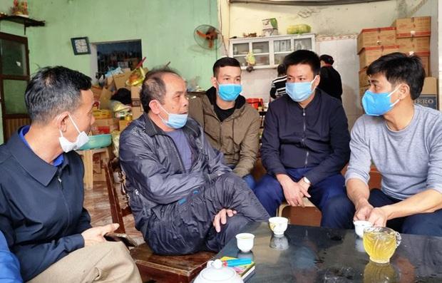 4 thanh niên tử vong trong vụ cháy do đốt vàng mã ở Hà Nội: Người vợ mang thai 8 tháng ôm linh cữu chồng khóc nghẹn - Ảnh 3.