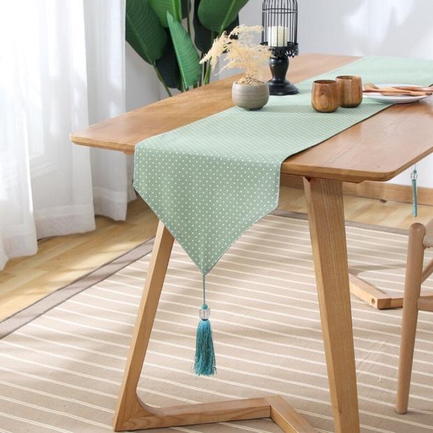 Từ 124K là mua được khăn trải bàn dài cho bàn ăn thêm xịn - Ảnh 1.