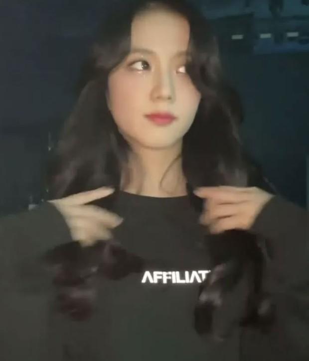 Nữ thần Jisoo (BLACKPINK) đẹp đến mức nào? Fan thử dừng bừa clip và có ngay câu trả lời rõ ràng! - Ảnh 7.