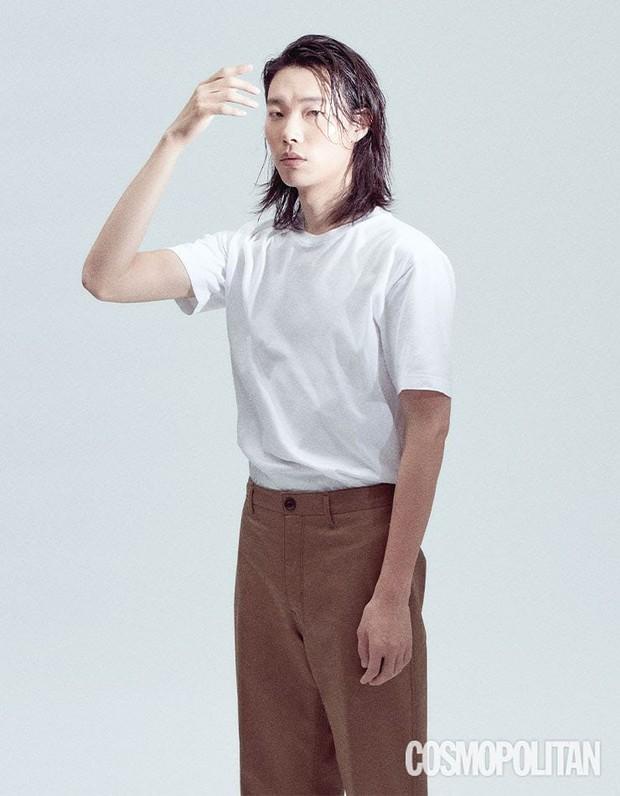 5 sao nam lột xác visual nhờ để... tóc dài: Jungkook - Lee Dong Wook đẹp như tiên tử, đến Lee Jong Suk lại muốn ngã ngửa - Ảnh 19.