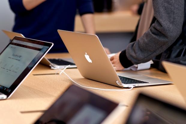 Cận Tết Nguyên đán, thị trường laptop bất ngờ sôi động trở lại - Ảnh 1.