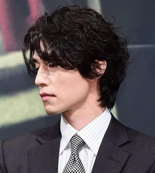 5 sao nam lột xác visual nhờ để... tóc dài: Jungkook - Lee Dong Wook đẹp như tiên tử, đến Lee Jong Suk lại muốn ngã ngửa - Ảnh 6.