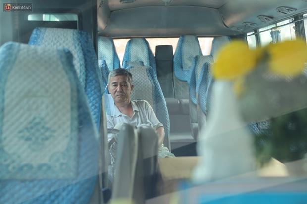 Ảnh: 25 Tết mà như ngày thường, bến xe miền Tây đìu hiu, nhân viên bán vé, lái xe mòn mỏi đợi khách về quê - Ảnh 5.