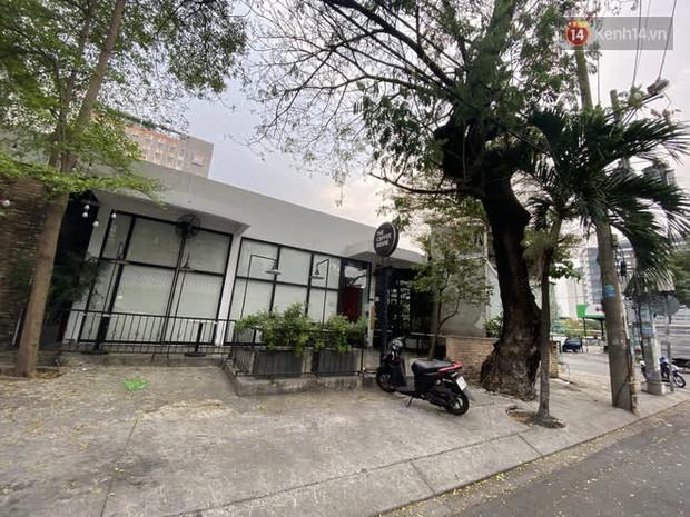 Quán cà phê The Coffee House, quán ăn, lẩu dê ở TP.HCM bị phong toả vì nhân viên sân bay Tân Sơn Nhất mắc Covid-19 từng đến - Ảnh 2.