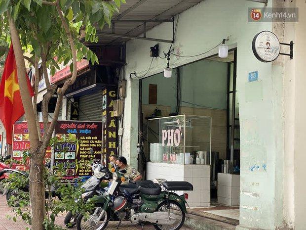 Quán cà phê The Coffee House, quán ăn, lẩu dê ở TP.HCM bị phong toả vì nhân viên sân bay Tân Sơn Nhất mắc Covid-19 từng đến - Ảnh 3.