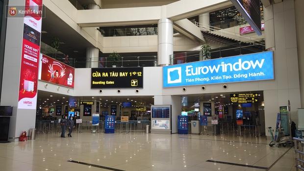 Ảnh: Sân bay Nội Bài vắng vẻ cân Tết Nguyên Đán, khác hẳn cảnh tượng đông đúc mọi năm - Ảnh 7.