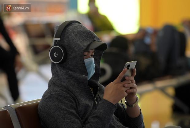 Ảnh: Sân bay Nội Bài vắng vẻ cân Tết Nguyên Đán, khác hẳn cảnh tượng đông đúc mọi năm - Ảnh 11.