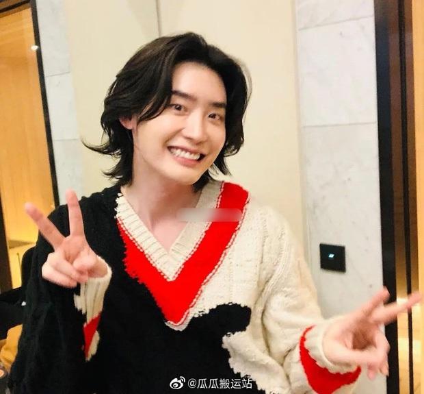 5 sao nam lột xác visual nhờ để... tóc dài: Jungkook - Lee Dong Wook đẹp như tiên tử, đến Lee Jong Suk lại muốn ngã ngửa - Ảnh 16.