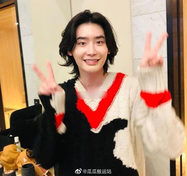 5 sao nam lột xác visual nhờ để... tóc dài: Jungkook - Lee Dong Wook đẹp như tiên tử, đến Lee Jong Suk lại muốn ngã ngửa - Ảnh 17.