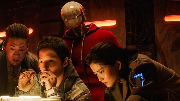 Space Sweepers: Hình ảnh mãn nhãn, Song Joong Ki diễn cực đỉnh nhưng kịch bản lê thê ru ngủ cả người xem - Ảnh 3.