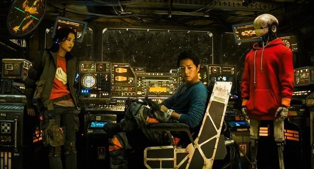 Space Sweepers: Hình ảnh mãn nhãn, Song Joong Ki diễn cực đỉnh nhưng kịch bản lê thê ru ngủ cả người xem - Ảnh 5.