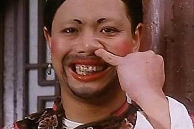 Cuộc sống giàu sang của nam phụ xấu nhất lịch sử phim Châu Tinh Trì: Gia tài bạc tỷ, đi siêu xe thưởng Tết cho nhân viên - Ảnh 2.