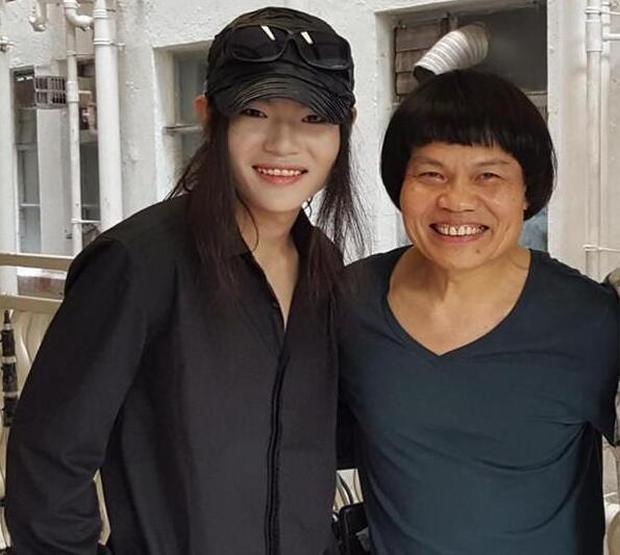 Cuộc sống giàu sang của nam phụ xấu nhất lịch sử phim Châu Tinh Trì: Gia tài bạc tỷ, đi siêu xe thưởng Tết cho nhân viên - Ảnh 10.