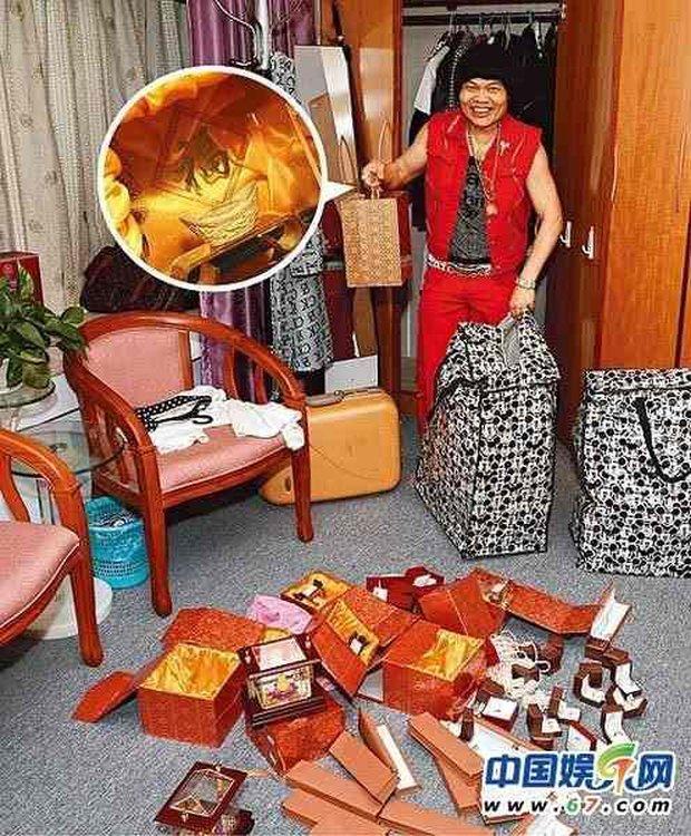 Cuộc sống giàu sang của nam phụ xấu nhất lịch sử phim Châu Tinh Trì: Gia tài bạc tỷ, đi siêu xe thưởng Tết cho nhân viên - Ảnh 6.