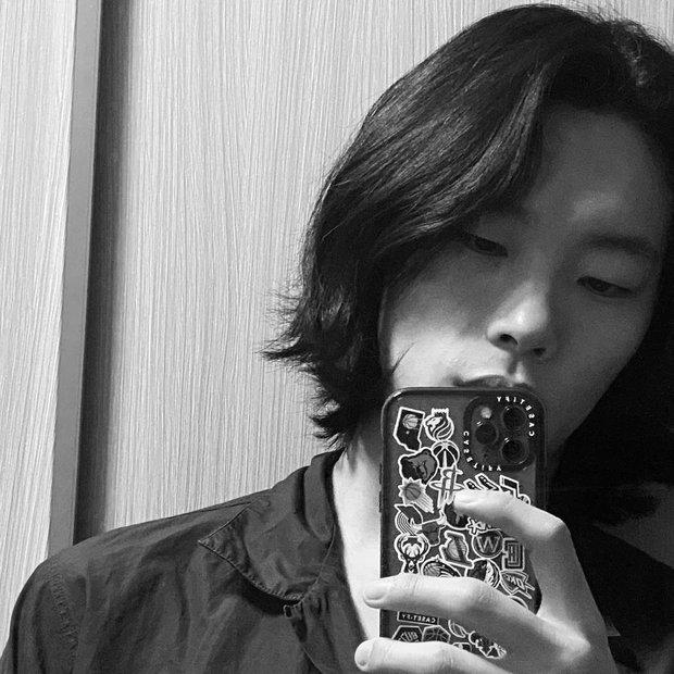 5 sao nam lột xác visual nhờ để... tóc dài: Jungkook - Lee Dong Wook đẹp như tiên tử, đến Lee Jong Suk lại muốn ngã ngửa - Ảnh 21.