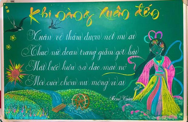 Giáo viên vẽ bảng phấn cho vui ai ngờ tạo nên cực phẩm, nhìn đến nét chữ còn sướng mắt hơn - Ảnh 1.