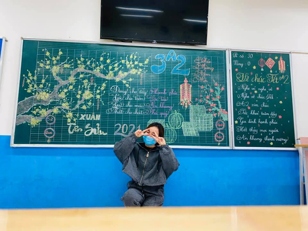 Giáo viên vẽ bảng phấn cho vui ai ngờ tạo nên cực phẩm, nhìn đến nét chữ còn sướng mắt hơn - Ảnh 3.