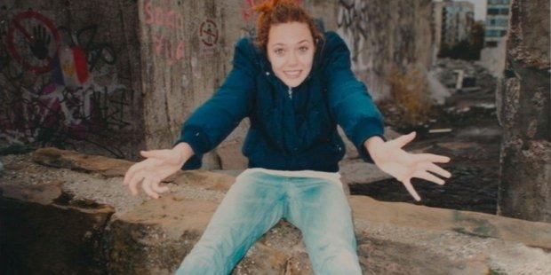 Lý giải loạt tình tiết sốc óc ở WandaVision tập 5: Wanda phá cửa đi cướp xác chồng, nhân vật chấn động cuối phim xuất hiện ra sao? - Ảnh 2.