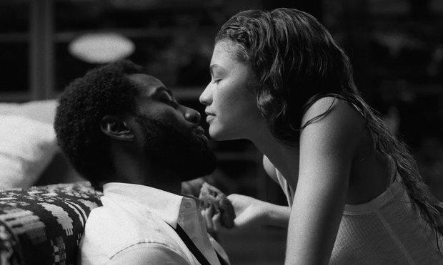 Malcolm & Marie: Vào mà xem gái trẻ Zendaya trổ mã cực nuột, vừa ngoạc mồm cãi lộn đã tình tứ ngọt lịm bên nam tài tử Tenet - Ảnh 4.