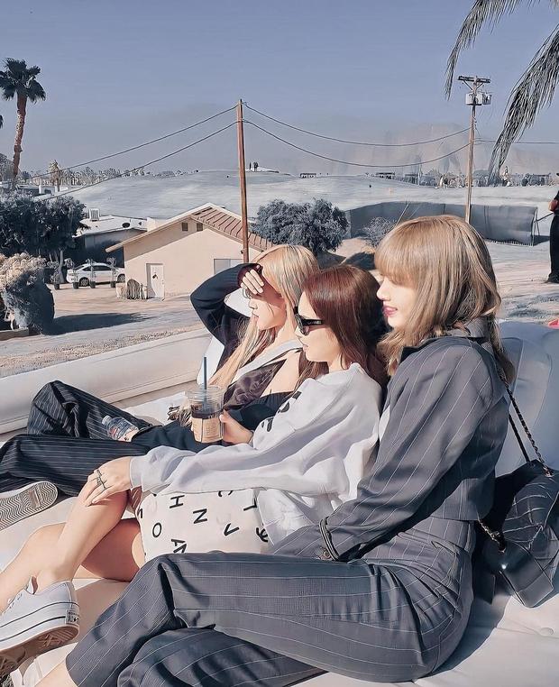 Đào lại ảnh chụp vội tại Coachella, phải công nhận rằng Jennie chính là mỹ nhân có nhan sắc đỉnh cao nhất BLACKPINK hồi đó - Ảnh 4.