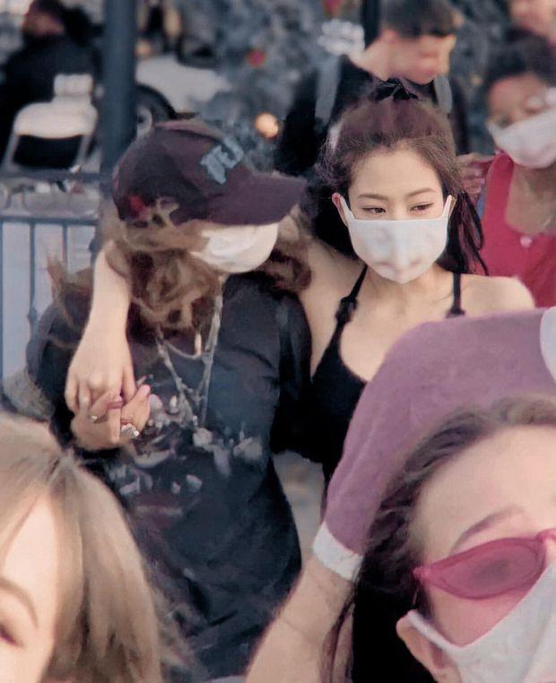 Đào lại ảnh chụp vội tại Coachella, phải công nhận rằng Jennie chính là mỹ nhân có nhan sắc đỉnh cao nhất BLACKPINK hồi đó - Ảnh 8.