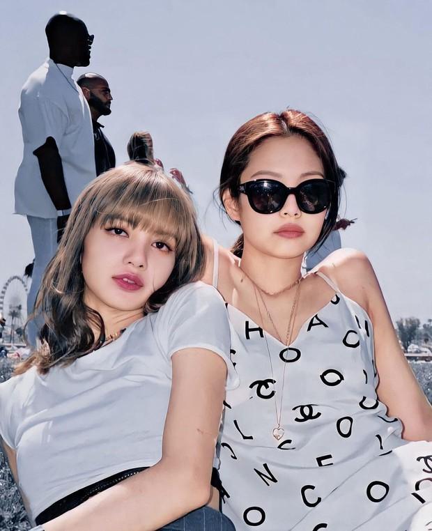 Đào lại ảnh chụp vội tại Coachella, phải công nhận rằng Jennie chính là mỹ nhân có nhan sắc đỉnh cao nhất BLACKPINK hồi đó - Ảnh 3.