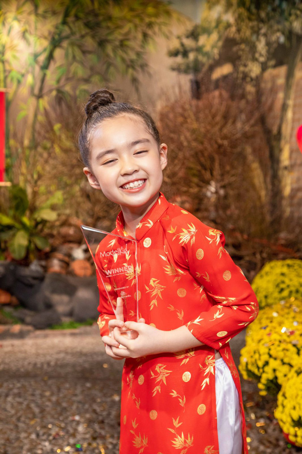 Bé Rồng Nhã Uyên: Từ cô bé giúp mẹ nuôi tìm bạn trai ở Người Ấy Là Ai đến Quán quân Model Kid Vietnam - Ảnh 2.