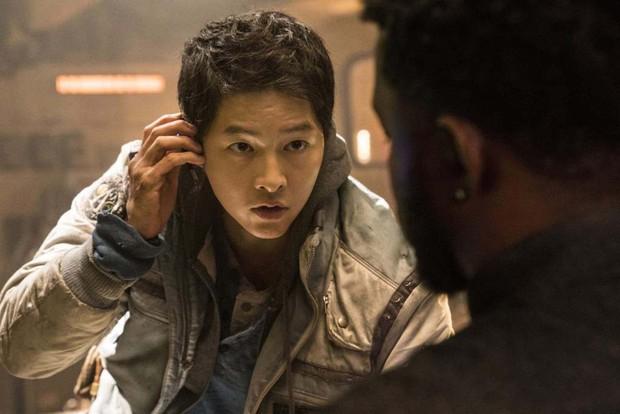 6 lý do lọt hố bom tấn Space Sweepers: Song Joong Ki đối đầu chú đại The Hobbit, robot Yoo Hae Jin xịn thôi rồi - Ảnh 12.
