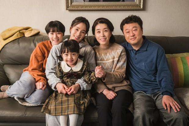 Ban biên tập khét tiếng xứ Hàn tổng kết phim ảnh 2020: Đôi Hyun Bin - Son Ye Jin hụt giải quan trọng, Park Bo Gum gây thất vọng - Ảnh 17.