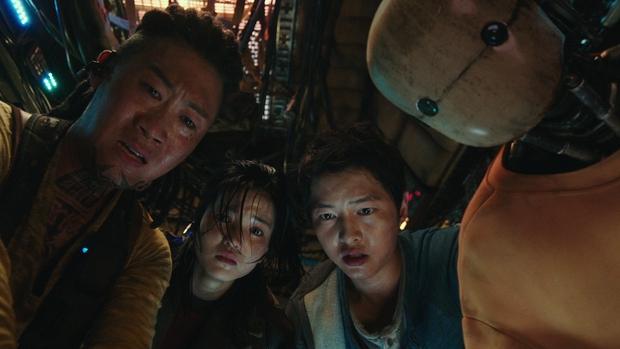 6 lý do lọt hố bom tấn Space Sweepers: Song Joong Ki đối đầu chú đại The Hobbit, robot Yoo Hae Jin xịn thôi rồi - Ảnh 2.
