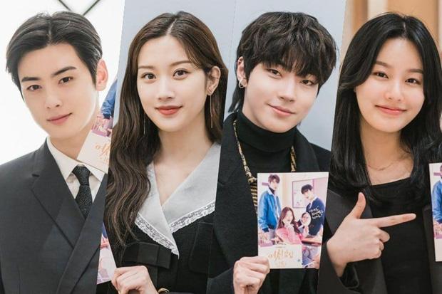 Netizen soi ra Cha Eun Woo chỉ làm màu với smartphone của Samsung trong True Beauty mà thôi, thật ra anh chàng là fan cứng của iPhone - Ảnh 1.