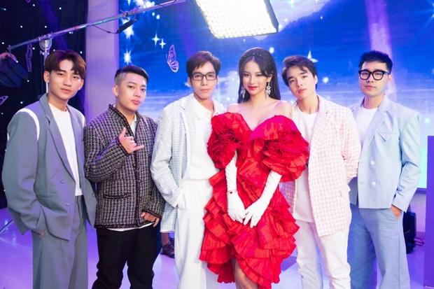 Hoá ra Phí Phương Anh chỉ mượn ViruSs để tạo nét, MV thứ 2 tự tin gọi mình là dancing queen nhưng nhìn đâu cũng thấy mượn Kpop! - Ảnh 6.