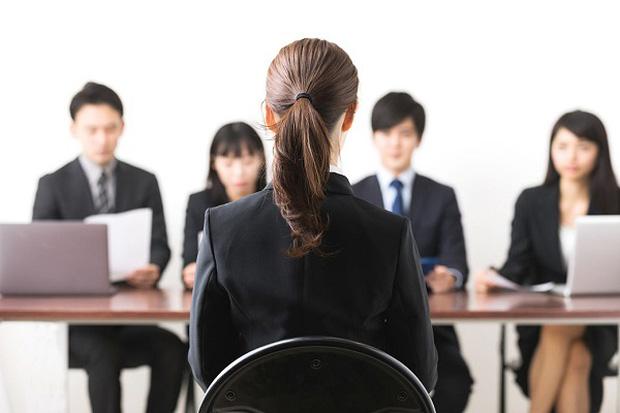 Nhà tuyển dụng hỏi: Họ của bút chì là gì?, nam sinh chỉ trả lời 1 từ lập tức được mời đi làm, khen ngợi IQ cao - Ảnh 2.