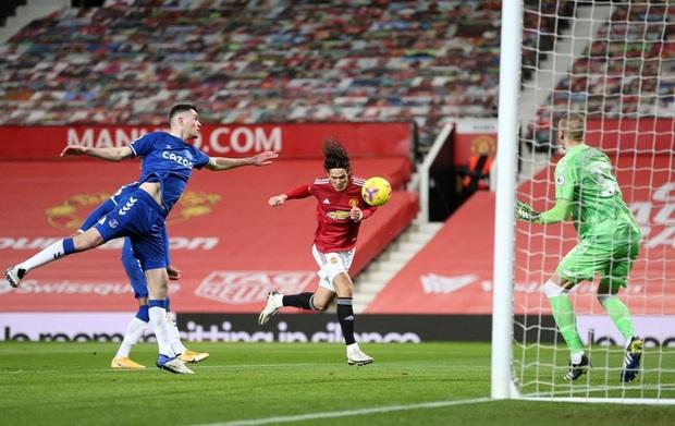 Dẫn trước 2-0 nhưng để gỡ hòa 3-3 ở phút 90+5, MU tự bắn vào chân mình trong cuộc đua vô địch - Ảnh 3.