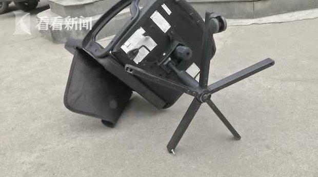 Hoảng hồn với khoảnh khắc chiếc ghế 25kg rơi từ tầng 21, người đi đường thoát chết trong gang tấc và lời khai gây phẫn nộ từ nghi phạm - Ảnh 3.