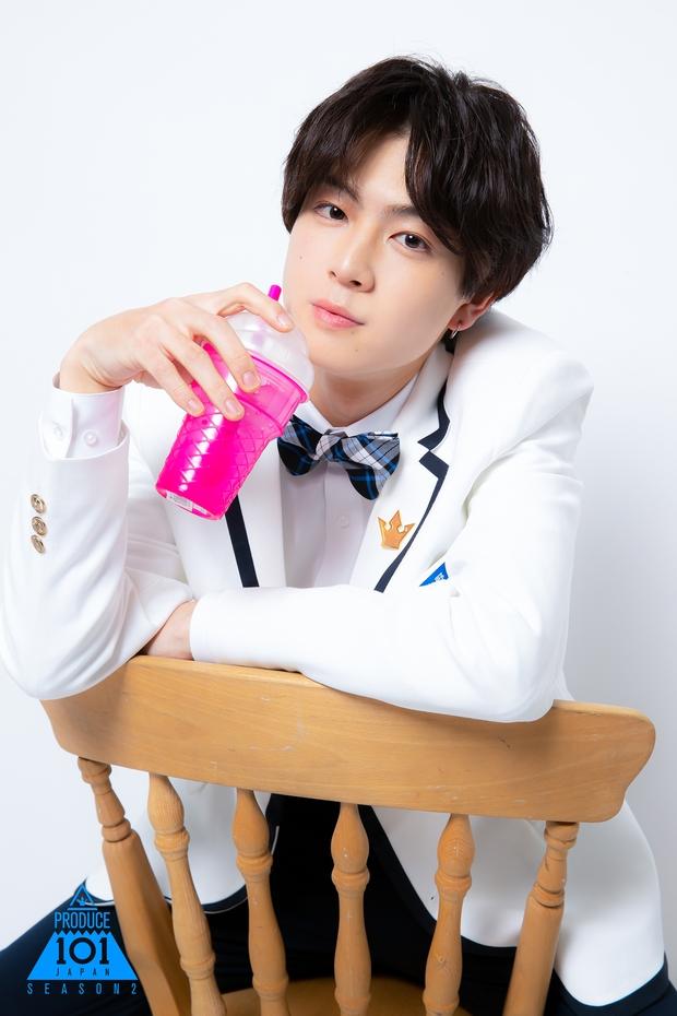 Netizen tranh cãi vì thực tập sinh Produce 101 Nhật Bản có khuôn mặt như em sinh đôi của Jin (BTS) - Ảnh 1.