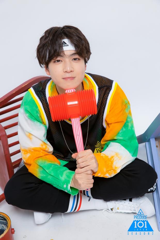 Netizen tranh cãi vì thực tập sinh Produce 101 Nhật Bản có khuôn mặt như em sinh đôi của Jin (BTS) - Ảnh 7.