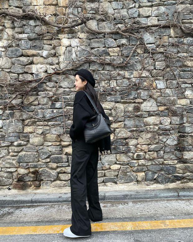 12 ý tưởng lên đồ đơn giản mà xinh cho Tết: copy nhanh từ thời trang đời thường của sao Hàn chứ đâu - Ảnh 11.
