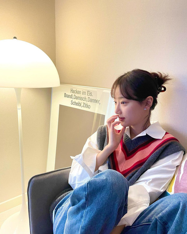 12 ý tưởng lên đồ đơn giản mà xinh cho Tết: copy nhanh từ thời trang đời thường của sao Hàn chứ đâu - Ảnh 6.