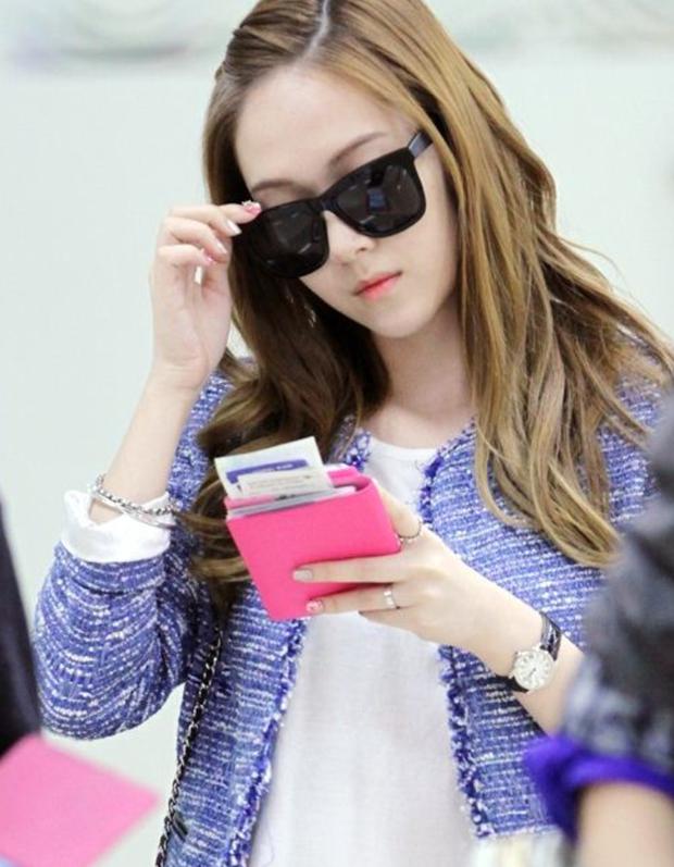 Tìm cả Kbiz, đố ai qua được thời trang sân bay của Jessica: Gần chục năm nhìn lại vẫn trendy như mới hôm qua - Ảnh 3.