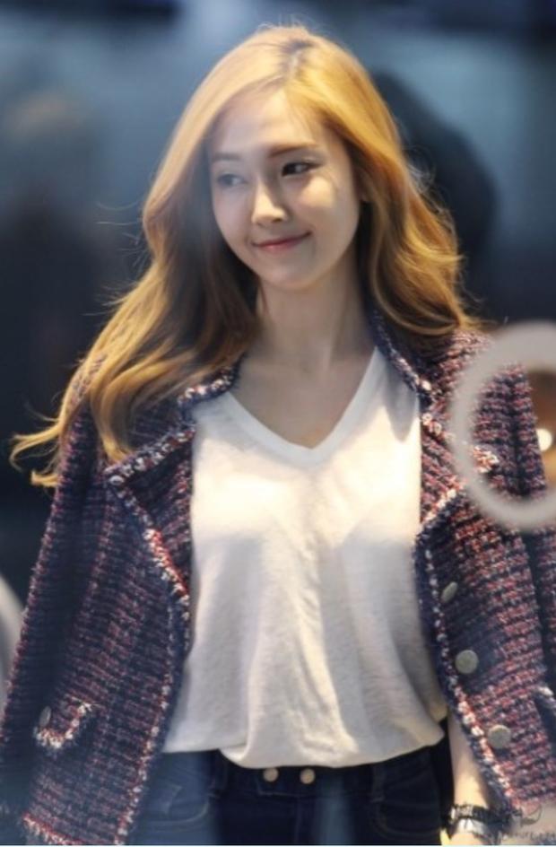 Tìm cả Kbiz, đố ai qua được thời trang sân bay của Jessica: Gần chục năm nhìn lại vẫn trendy như mới hôm qua - Ảnh 2.