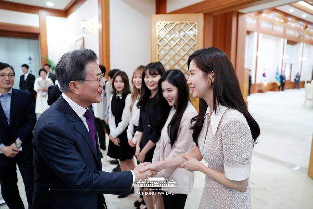 Knet khó tính cũng phải công nhận Nhà Xanh là... masternim đỉnh nhất Kpop, nhìn ảnh chụp nữ thần Yoona - Suzy, BTS và cả dàn idol là đủ hiểu! - Ảnh 12.