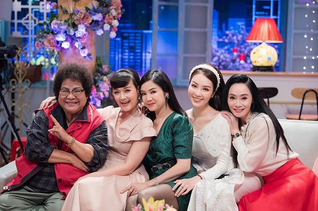 Vũ trụ diễn viên hot nhất Nam Bắc hội ngộ trước Tết: Việt Anh - Hồng Đăng đối lập bên dàn mỹ nhân, mẹ bỉm Bảo Thanh gây lo lắng vì 1 chi tiết - Ảnh 9.